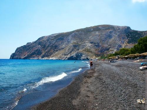 Der Fels am Ende des schwarzen Strandes (velvia)