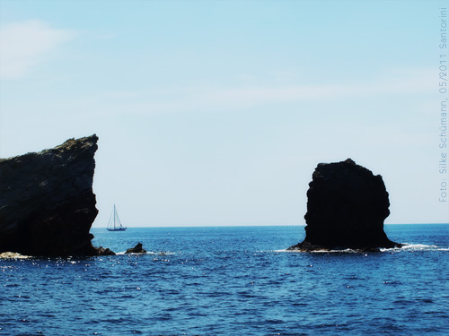 Thira Felsen im Meer