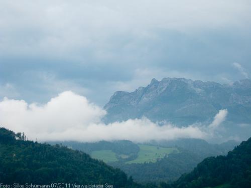 Wolken unterm Pilatusgipfel